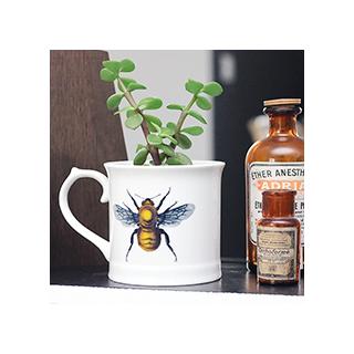 Curios mug - bee