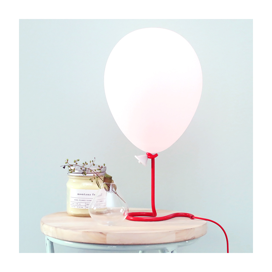 lampe ballon de baudruche qui change de couleurs par paladone. Black Bedroom Furniture Sets. Home Design Ideas