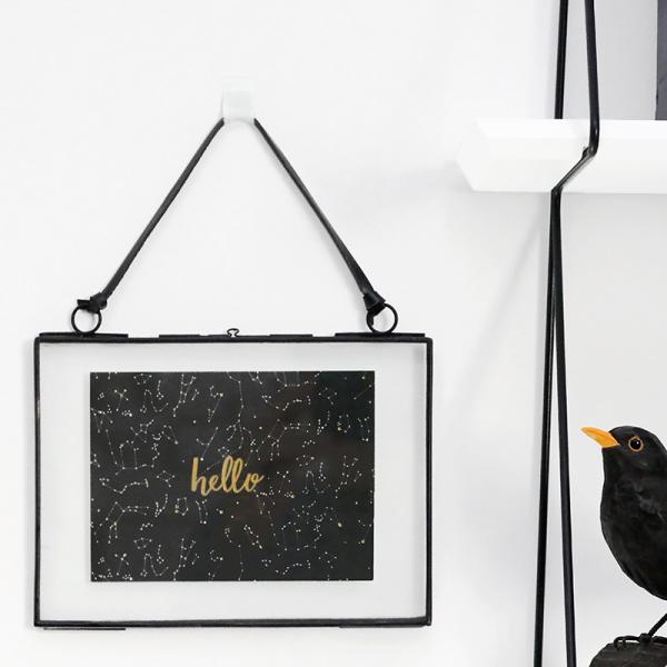 cadre photo au style industriel suspendre par madam stoltz. Black Bedroom Furniture Sets. Home Design Ideas