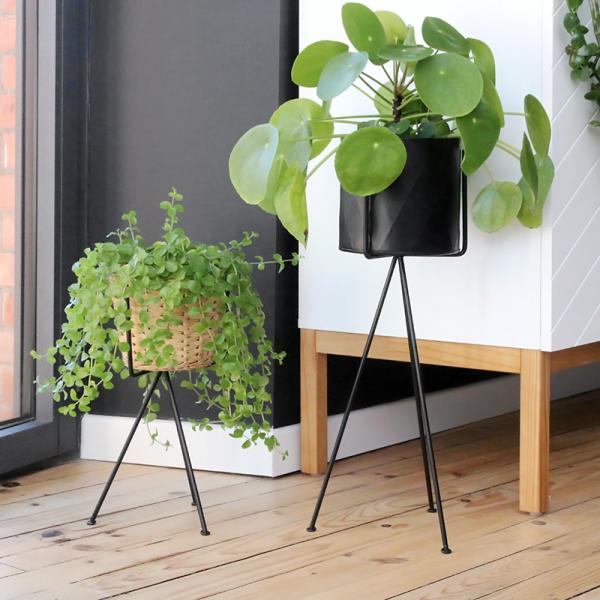 tr pied porte plante en m tal noir par madam stoltz. Black Bedroom Furniture Sets. Home Design Ideas