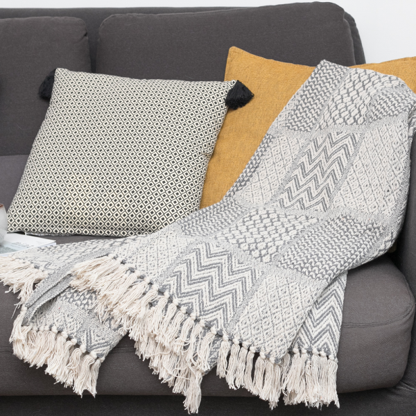 Grey throw Aedan