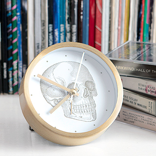 Curios Skull small table clock