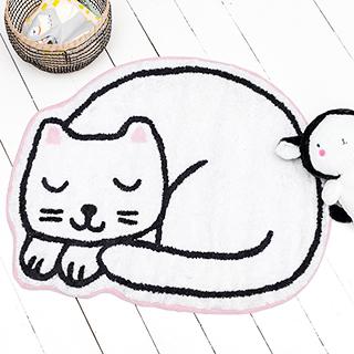 Nina (white cat) - rug