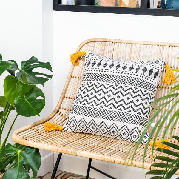 coussin boh me chic motif g om trique par sass belle. Black Bedroom Furniture Sets. Home Design Ideas