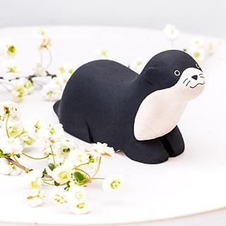 Pole pole - Black otter