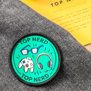 Card and woven patch - Top nerd