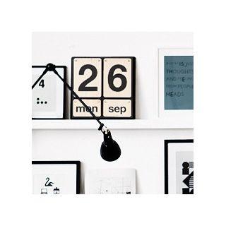 calendrier perp tuel en bois par house doctor. Black Bedroom Furniture Sets. Home Design Ideas